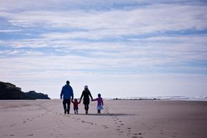 Family-beach-walk-RS